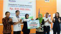 VP PT. KAI Daop 3 Cirebon menyerahkan Bantuan Kepada Para Petani