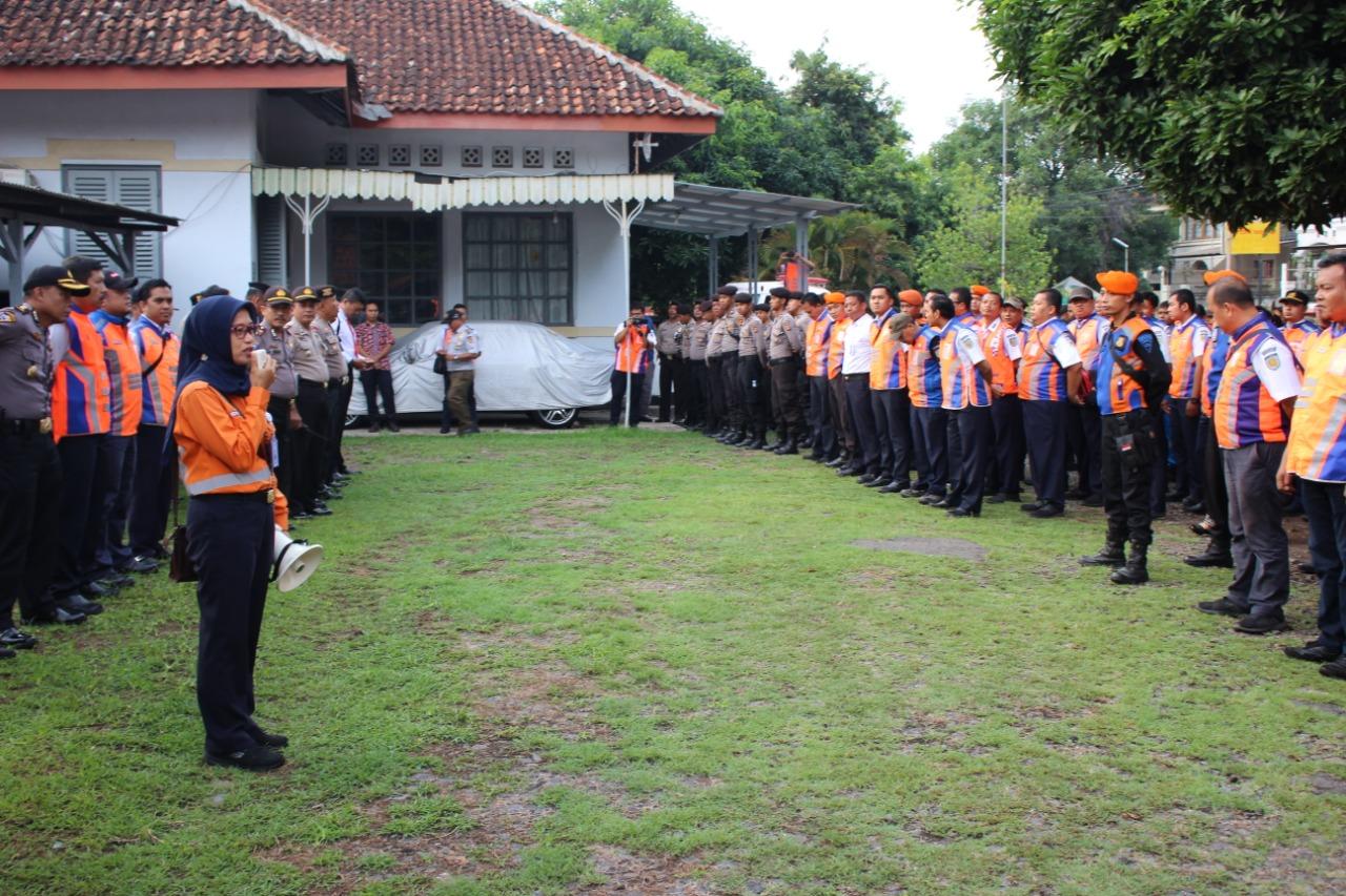Vice President Daop 3 Cirebon Memberikan Arahan dalam Apel Penertiban Aset Milik PT KAI (Persero). Selasa (11/12)