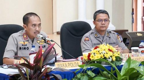 Wakapolda dan Kabid Humas Polda DIY saat Jumpa Pers Akhir Tahun 2018