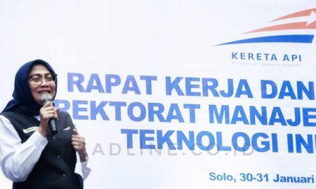 Herfini Haryono selaku Direktur Manajemen Aset dan TI PT. KAI (Persero) memberikan pembinaan.