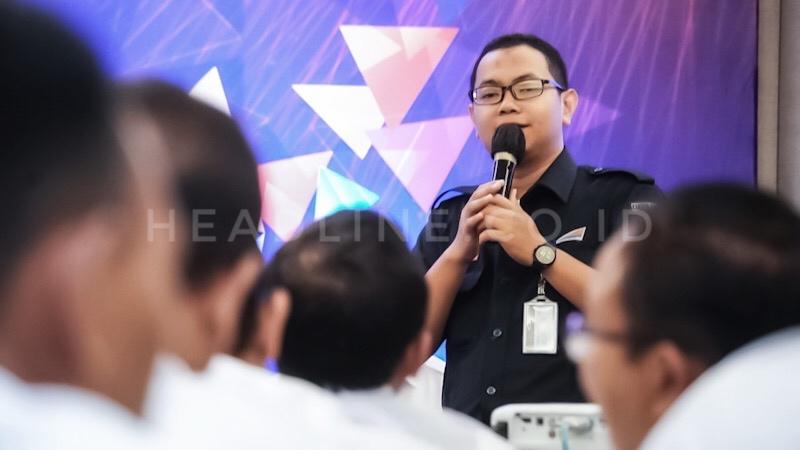 Zuhril Alim memberikan penjelasan kepada jajaran Direktorat Manajemen Aset dan TI PT. KAI (Persero).
