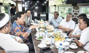 Gubernur DIY Sri Sultan Hamengkubuwono X memberikan arahan kepada pihak terkait dalam pembangunan NYIA dan Kereta api Bandara di dalam Kereta Inspeksi (Kais) diantaranya pihak Komisaris dan Direksi PT. Angkasa Pura I beserta pihak Dirjenka.