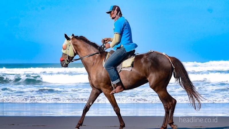 Fasilitas Pantai Parangtritis. Berkuda di pantai Parangtritis