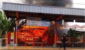 Rumah Kebakaran di Belakang Stasiun Taman Kota