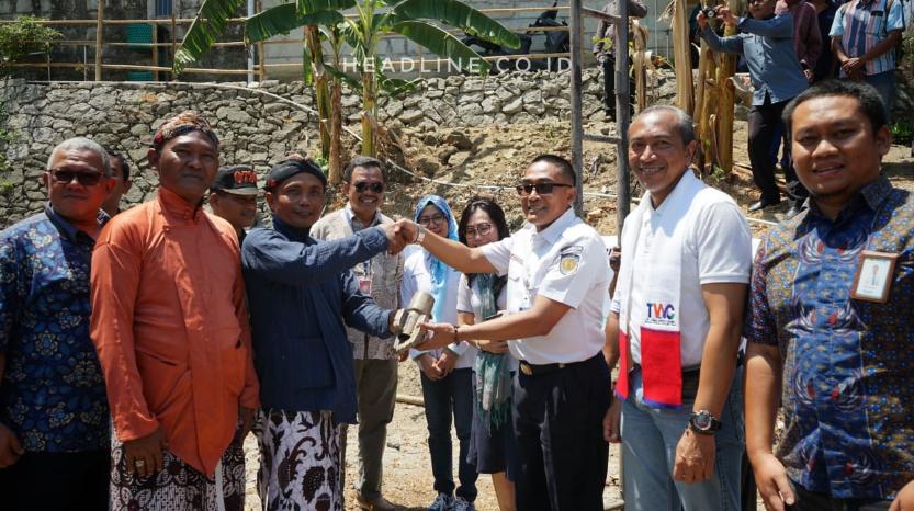 Sinergi 7 BUMN berikan bantuan sumur bor dan penyaluran air bersih di Desa Sampang