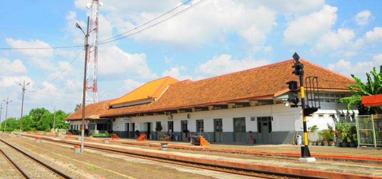 Inilah Jadwal Keberangkatan dan Kedatangan kereta api di Stasiun Karawang