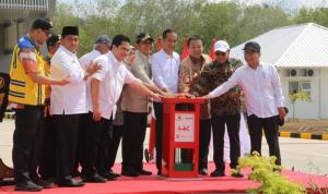 Jokowi Meresmikan Tol Palembang-Lampung Tol terpanjang yang mendapatkan rekor Muri
