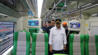 Menteri Perhubungan Budi Karya Sumadi Bersama Direktur Utama PT KAI melakukan pengecekan kereta api Bandara Internasional Adi Soemarmo Solo