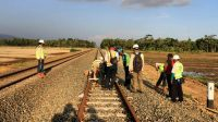 Salah Satu Pengerjaan Proyek Double Track yang dilakukan oleh pihak Ditjen Perkeretaapian. (Sumber: @Juragan_sepur)