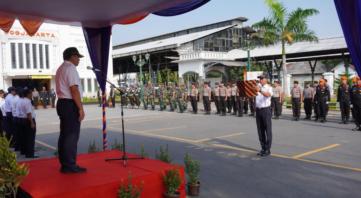 Upacara Gelar Pasukan PT KAI Angkutan Nataru