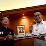 Dirut PT KAI (Persero) Edi Sukmoro dan Gubernur Jawa Barat Ridwan Kamil bersama sama mewujudkan reaktivasi jalur lama yang ada di Jawa Barat.