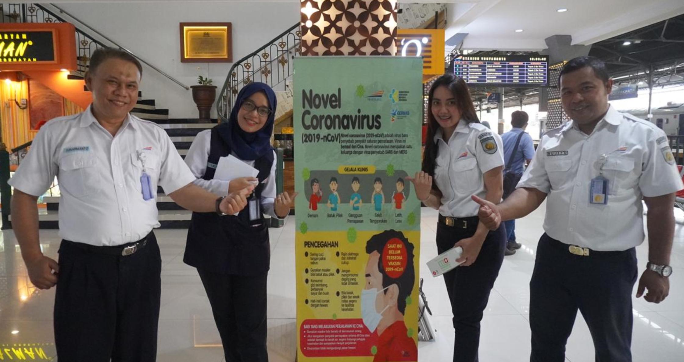 PT KAI Bagikan Masker dan berikan Edukasi Terkait Kesehatan Ke Penumpang di Stasiun Yogyakarta