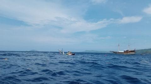 Kapal terbalik di Perairan Labuan Bajo, Nusa Tenggara Timur, Selasa (21/1) Foto: Dok. Istimewa