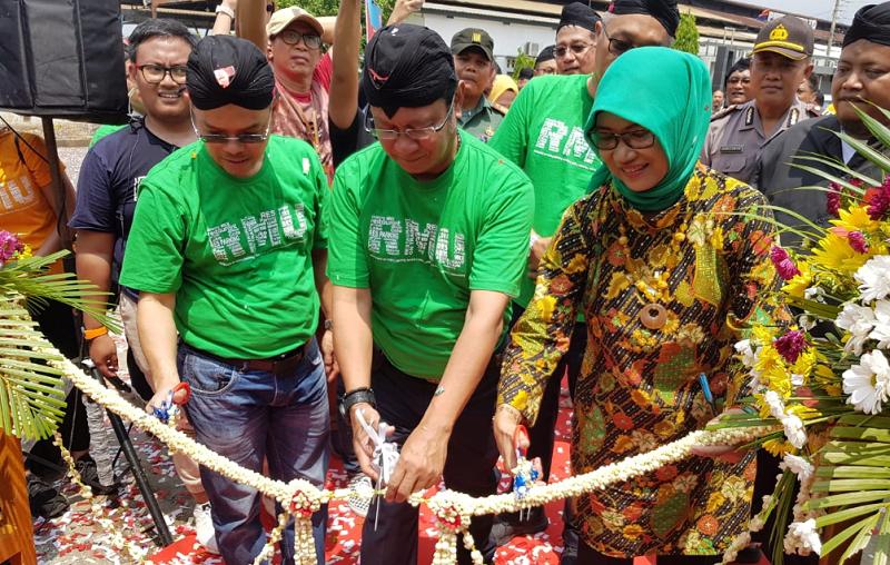 Direktur Utama PT KAI Edi SUkmoro Meresmikan Loko Coffee Shop di Purwokerto