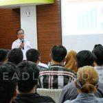 Direktur Utama PT KAI (Persero) Edi Sukmoro memberikan materi dalam Kuliah Umum di Universitas Atma Jaya Yogyakarta.