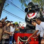 Direktur Utama PT KAI ditemani EVP Daop 6 Yogyakarta bersama Wakil Walikota Surakarta meresmikan Lokomotif Uap D1410 dalam rangka operasional perdana.