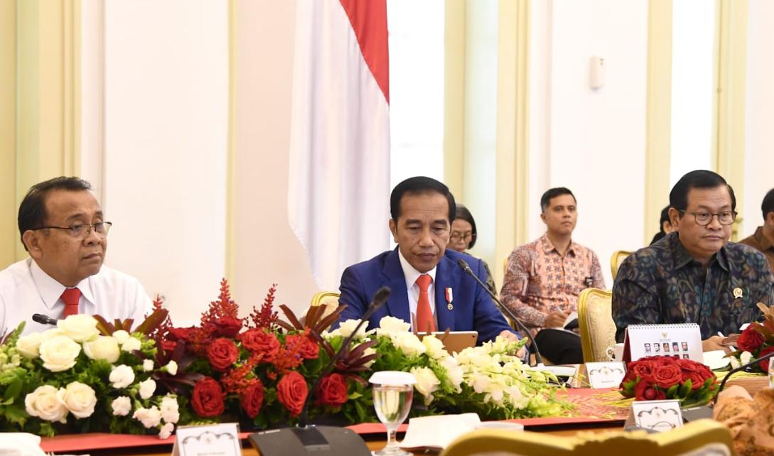 Jokowi Minta Para Menteri Hitung Dampak Virus Corona