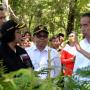 Jokowi Tanam Vetiver Bersama Masyarakat