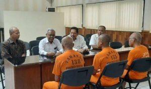 Ketiga Pembina Pramuka mendapat kunjungan dari PGRI di Mapolres Sleman.