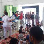 Korban keracunan daging anjing dirawat di Puskesmas Tigabalata. (foto: metro24.co)