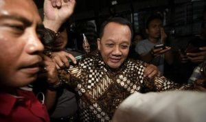 Nurhadi Mantan Sekretaris Mahkamah Agung masih buron.