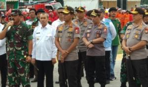 Panglima TNI Marsekal Hadi Tjahjanto dan Kapolri Jenral Polisi Idham Azis meninjau posko relawan Karhutla di Pekanbaru, Rabu 12 Februari 2020