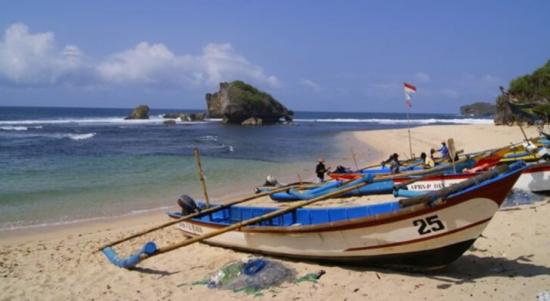 Perahu Nelayan di Pantai Ngandong Gunungkidul