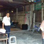 Petugas Aset Daop 6 Yogyakarta sedang mengadakan pengecekan dan pengukuran ulang Rumah Dinas Muntilan.