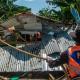 Petugas PT KAI Daop 4 Semarang merobohkan bangunan rumah liar yang digunakan sebagai tempat prostitusi
