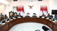 Presiden Joko Widodo memimpin rapat terbatas terkait pengembangan pusat data di Tanah Air