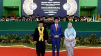 Presiden Joko Widodo menghadiri pengukuhan K.H. Asep Saifuddin Chalim sebagai guru besar bidang sosiologi di Universitas Islam Negeri Sunan Ampel