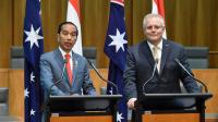 Presiden Joko Widodo menyampaikan pernyataan pers bersama dengan Perdana Menteri Australia Scott Morrison di gedung parlemen di Canberra, Australia