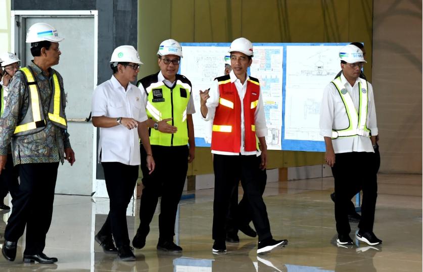 Presiden Joko Widodo tinjau pembangunan Bandara YIA Jogja