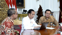 Presiden Joko Widodo turut melaporkan Surat Pemberitahuan Tahunan Pajak Penghasilan pribadi tahun 2019 di Istana Merdeka