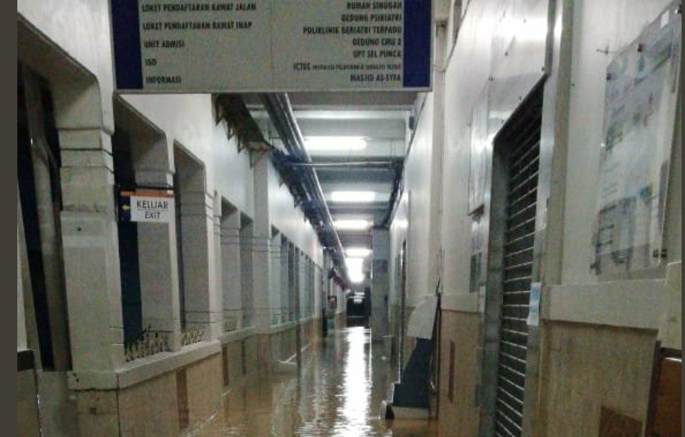 RSCM pagi tadi kebanjiran dilaporkan sejumlah alat pemeriksaan rusak.