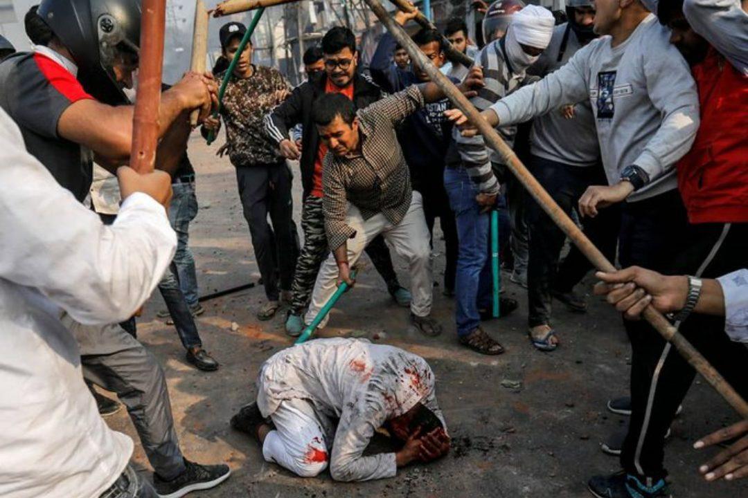 Seorang Muslim di India menjadi korban kebrutalan umat Hindu pasca bentrokan berkobar.