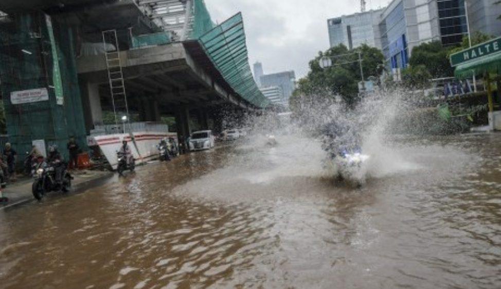 ilustrasi, Seorang Pemotor Tewas saat mencoba menerobos banjir Jakarta pagi tadi.