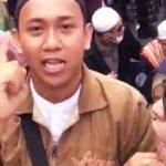 Hermawan Susanto saat melakukan aksi didepan Bawaslu mengucapkan sumpah serapah kepada Presiden Jokowi.