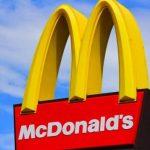 Oknum Karyawan McDonalds di Senayan Trade Centre Jakarta dituding telah merugikan Customer.