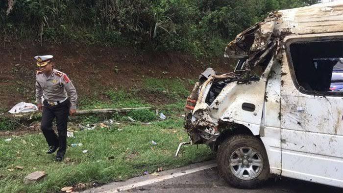 Kecelakaan Tunggal yang melibatkan sebuah minibus di Kabupaten Barru.