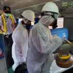 EVP PT KAI Daop 6 Yogyakarta Bersama Petugas melakukan Penyemprotan Disinfektan di Gerbong Kereta Api