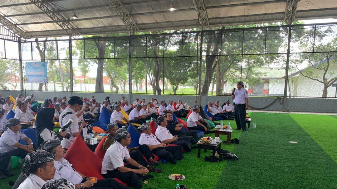 Edi Sukmoro memberikan arahan kepada para pegawai PT KAI dalam acara Persiapan Angkutan Lebaran 2020.