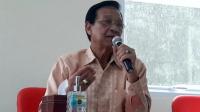 Gubernur Daerah Istimewa Yogyakarta Sri Sultan Hamengku Buwono X saat jumpa pers di Balai Besar Teknik Kesehatan Lingkungan dan Pengendalian Penyakit Yogyakarta, Bantul