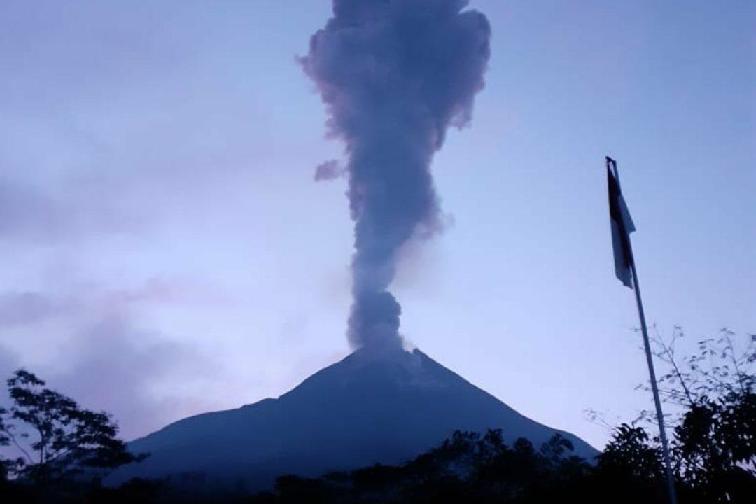 Gunung Merapi kembali erupsi pagi ini. (Foto: BPPTKG)