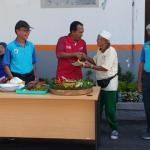 Kadaop 6 Yogyakarta Eko Purwanto memberikan potongan tumpeng kepada Perpenka wilayah Yogyakarta