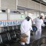 Patugas PT KAI lakukan penyemprotan desinfektan di area Stasiu Lempuyangan untuk pencegahan penyebaran virus corona