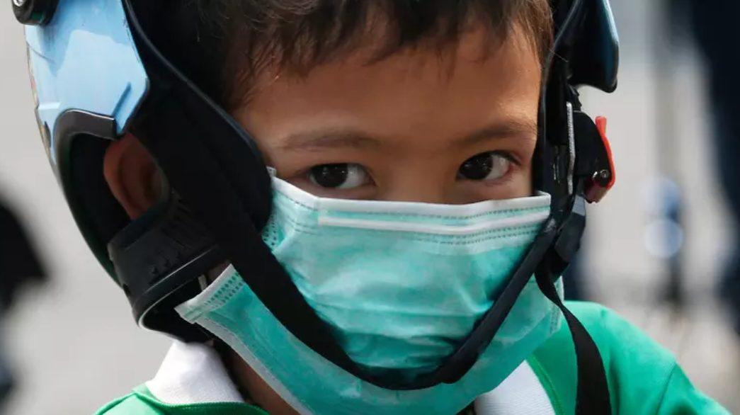 Pengguna masker pada orang sehat tidak dapat mencegah tertularnya virus corona. (Ilustrasi)
