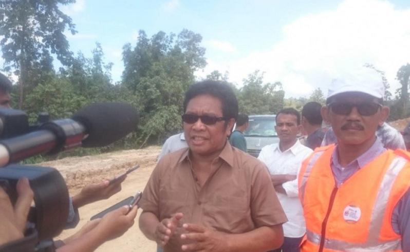 Pimpinan Komisi V DPR RI Ridwan BAE menjawab pertanyaan wartawan