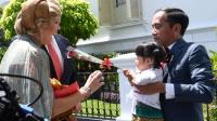 Presiden Joko Widodo beserta Ibu Negara Iriana Joko Widodo menyambut kunjungan kenegaraan Raja Belanda Willem-Alexander beserta Ratu Máxima di Istana Kepresidenan Bogor, Jawa Barat