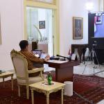 Presiden Joko Widodo memimpin rapat terbatas membahas penanganan pandemi virus korona atau Covid-19 melalui telekonferensi di Istana Kepresidenan Bogor